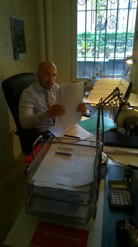 Svettiga mannen på kontoret